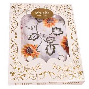 Скатерть кружевная с цветочной вышивкой Dan Li [152x228 см.] в подарочной коробке