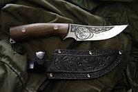 Нож охотничий «КИЗЛЯР» с гравировкой и ножнами из тисненной кожи