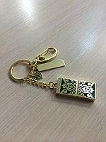 Металическая флэшка в национальном стиле, в картонной упаковке с орнаментом, объем памяти 8 Гб