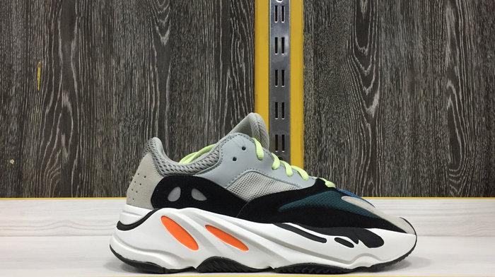 Adidas Yeezy 700 44