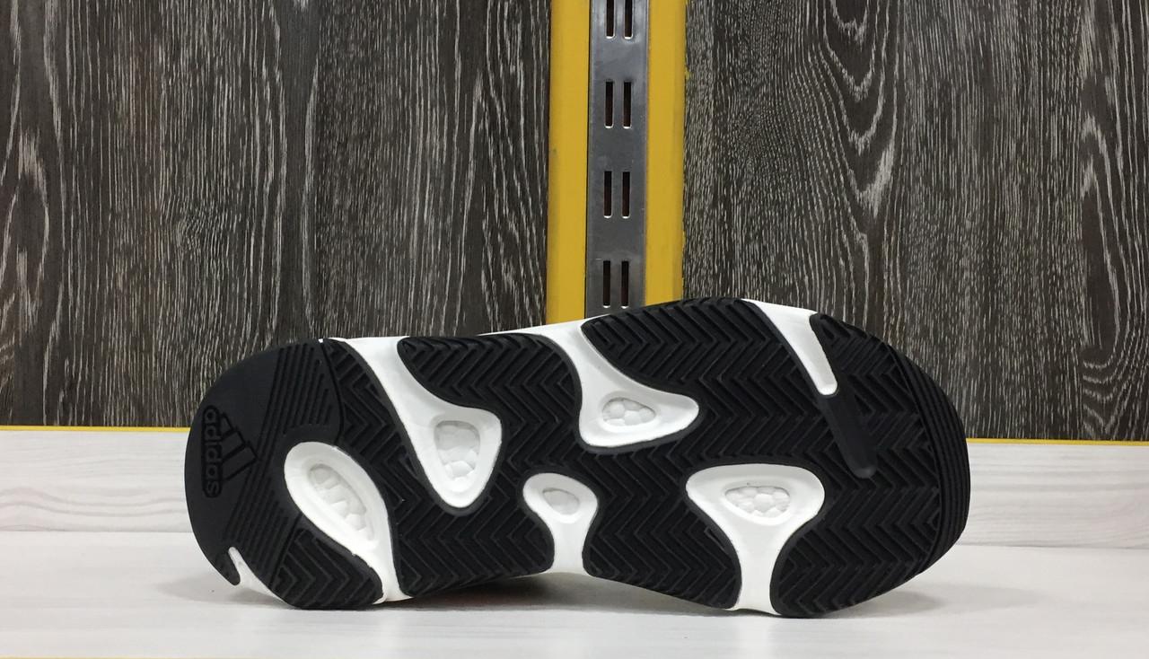 Adidas Yeezy 700 - фото 4