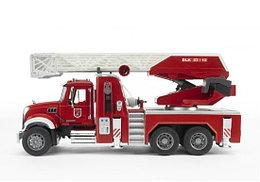 Bruder Игрушечная Пожарная машина MACK (Брудер)