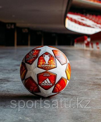 Футбольный мяч финала Лиги чемпионов 2018/19