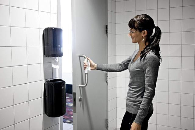 диспенсер для листовой туалетной бумаги tork