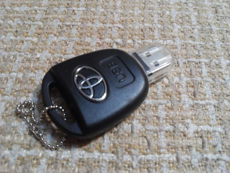 "Флешка ""Toyota"" 16 gb"