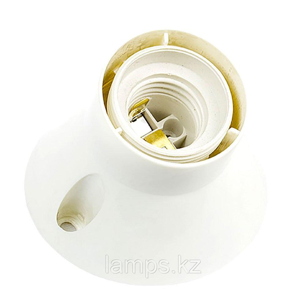 Патрон-стойка пластиковая, наклонная, цвет белый настенный E27
