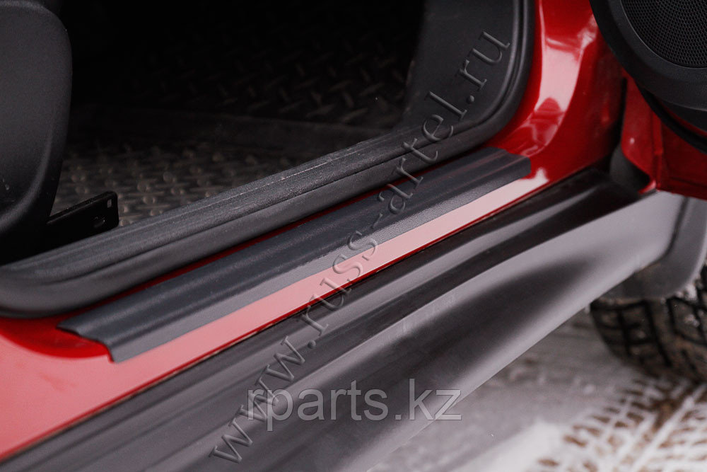 Накладки на внутренние пороги дверей Nissan Juke