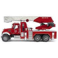 02-821 Пожарная машина MACK с выдвижной лестницей и помпой с модулем со световыми и звуковыми эффектами, фото 1