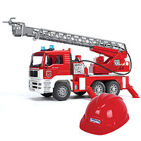 BRUDER Пожарная машина МAN с лестницей с модулем со св. и зв. эффектами + каска красная, фото 1
