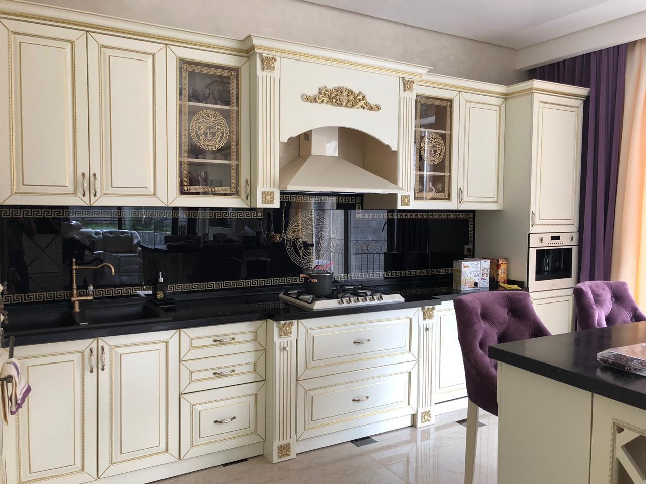 Кухонный гарнитур мдф крашенный со столешницей из искусственного камня