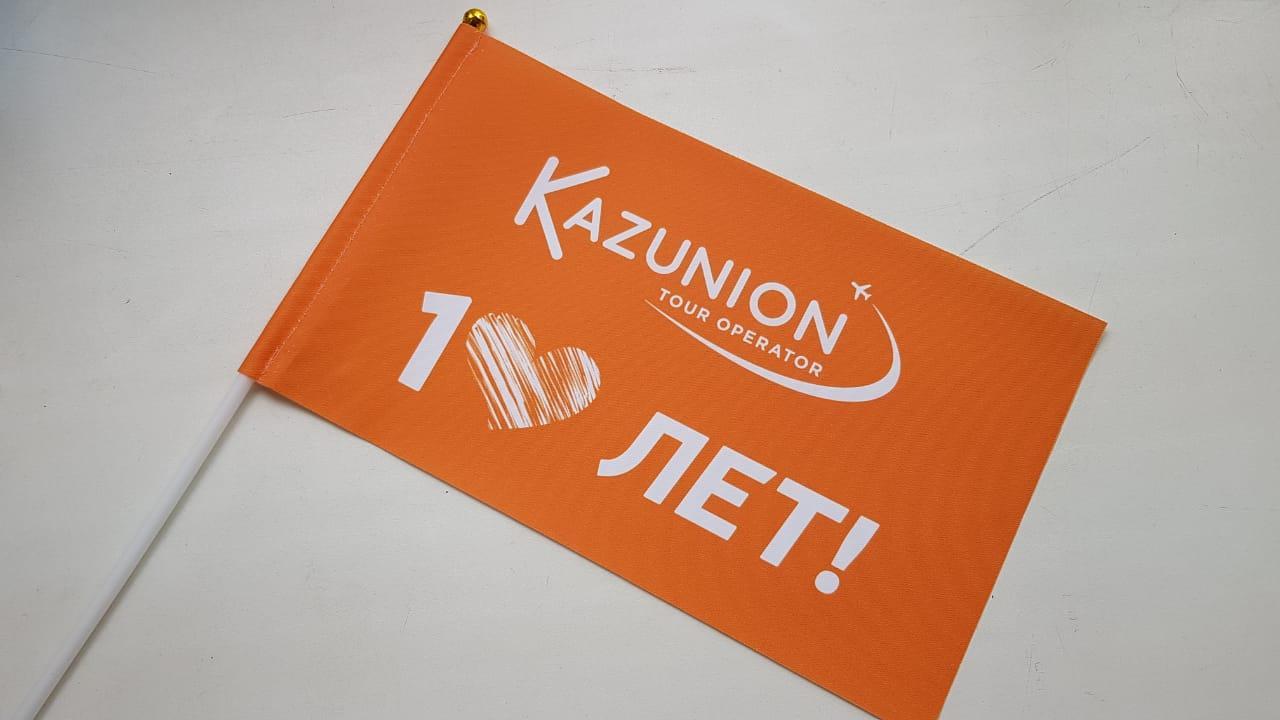 Изготовление настольных флагов по индивидуальному заказу