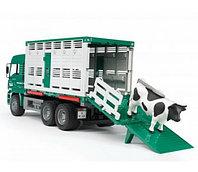 Bruder Фургон MAN для перевозки животных с коровой