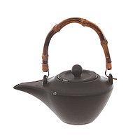 Чугунный чайник с бамбуковой ручкой. 21х17,5х11 см
