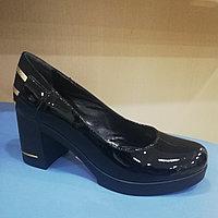 Женские туфли чёрные лаковые