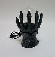 Светильник плазменный шар в руке