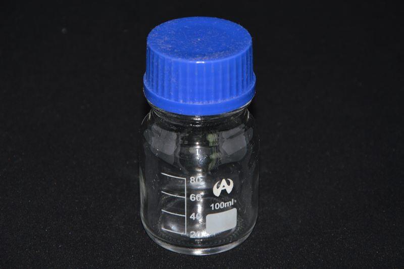 Бутыль для химреактивов с пластмассовой завинчивающейся крышкой, с дел. (100 мл)