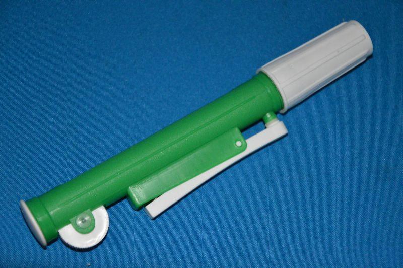 Устройство для заполнения пипеток поршневого типа, зеленое, для пипеток до 10 мл (VITLAB)