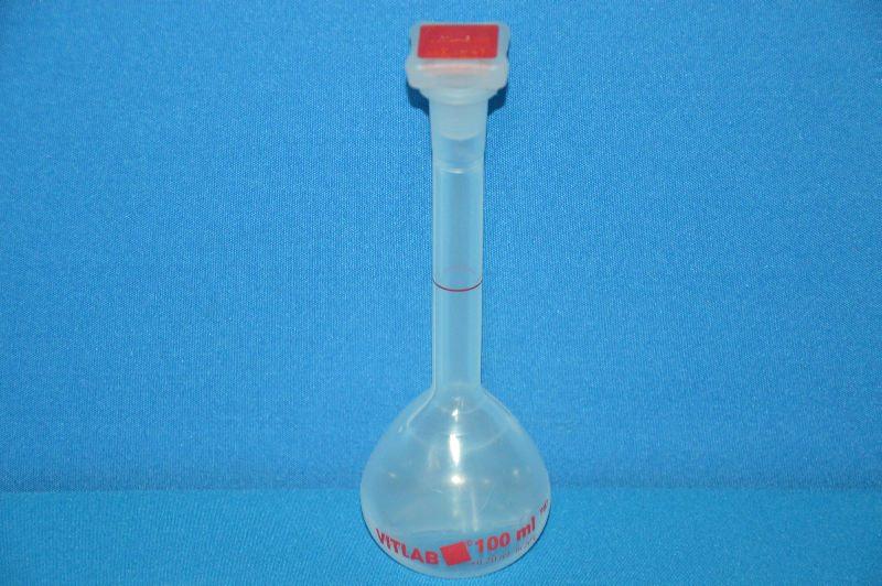 Колба мерная с полиэтиленовой пробкой NS14/23, 100 мл, класс В, материал-полиметилпентен (РМР) (VITLAB)