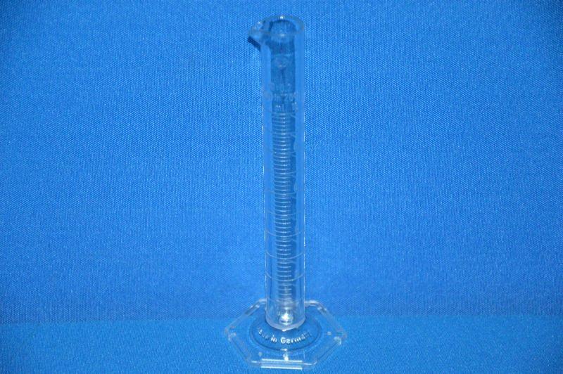 Цилиндр мерный с носиком высокий, 10 мл, ц.д.0,2 мл, класс В, 6-гранное основание, рельефная шкала, SAN (VITLAB)