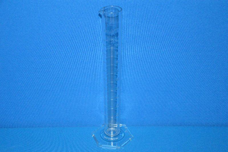 Цилиндр мерный с носиком высокий 100 мл, ц.д.1 мл, класс В, 6-гранное основание, рельефная шкала, SAN (VITLAB)