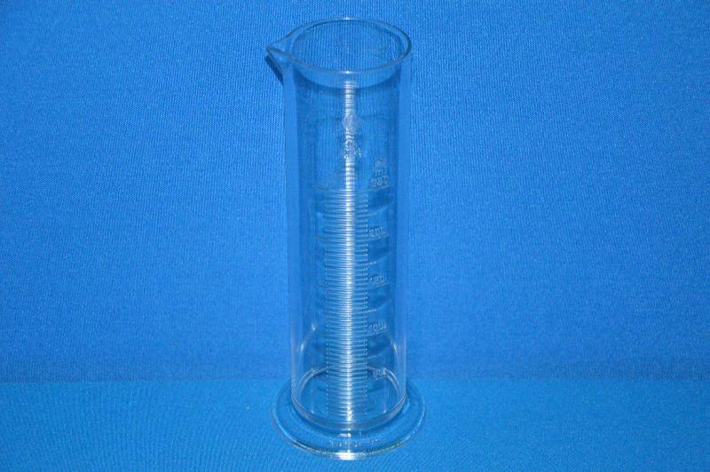 Цилиндр мерный с носиком низкий 250 мл, ц.д.5 мл, класс В, кольцевая рельефная шкала, SAN (VITLAB)