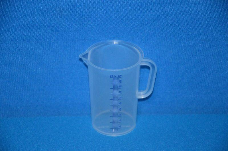 Кружка мерная 100 мл, ц.д.2 мл, синяя рельефная шкала, материал-полипропилен (РР) (VITLAB)