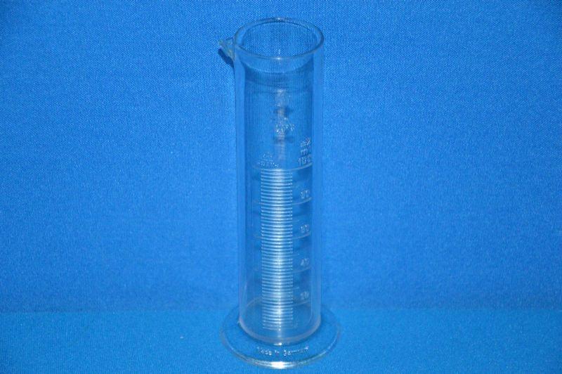 Цилиндр мерный с носиком низкий 100 мл, ц.д.2 мл, класс В, кольцевая рельефная шкала, SAN (VITLAB)