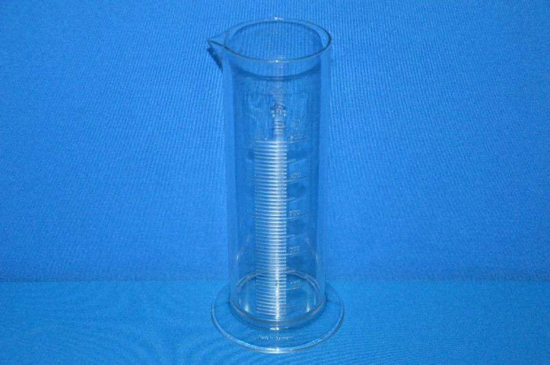 Цилиндр мерный с носиком низкий 500 мл, ц.д.10 мл, класс В, кольцевая рельефная шкала, SAN (VITLAB)