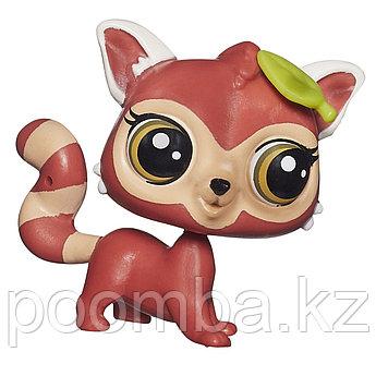 Зверушка Littlest Pet Shop - Красная панда с листиком