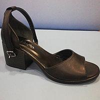 Босоножки чёрные на каблуке кожаные