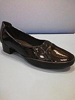 Туфли чёрные лаковые на низком каблуке