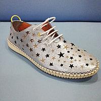 Кроссовки серо-голубые, прорези в виде звезды