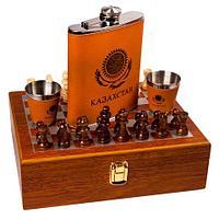 Подарочный набор: шахматы, фляжка, рюмки «Великий комбинатор» в деревянном кейсе (с двумя рюмками)