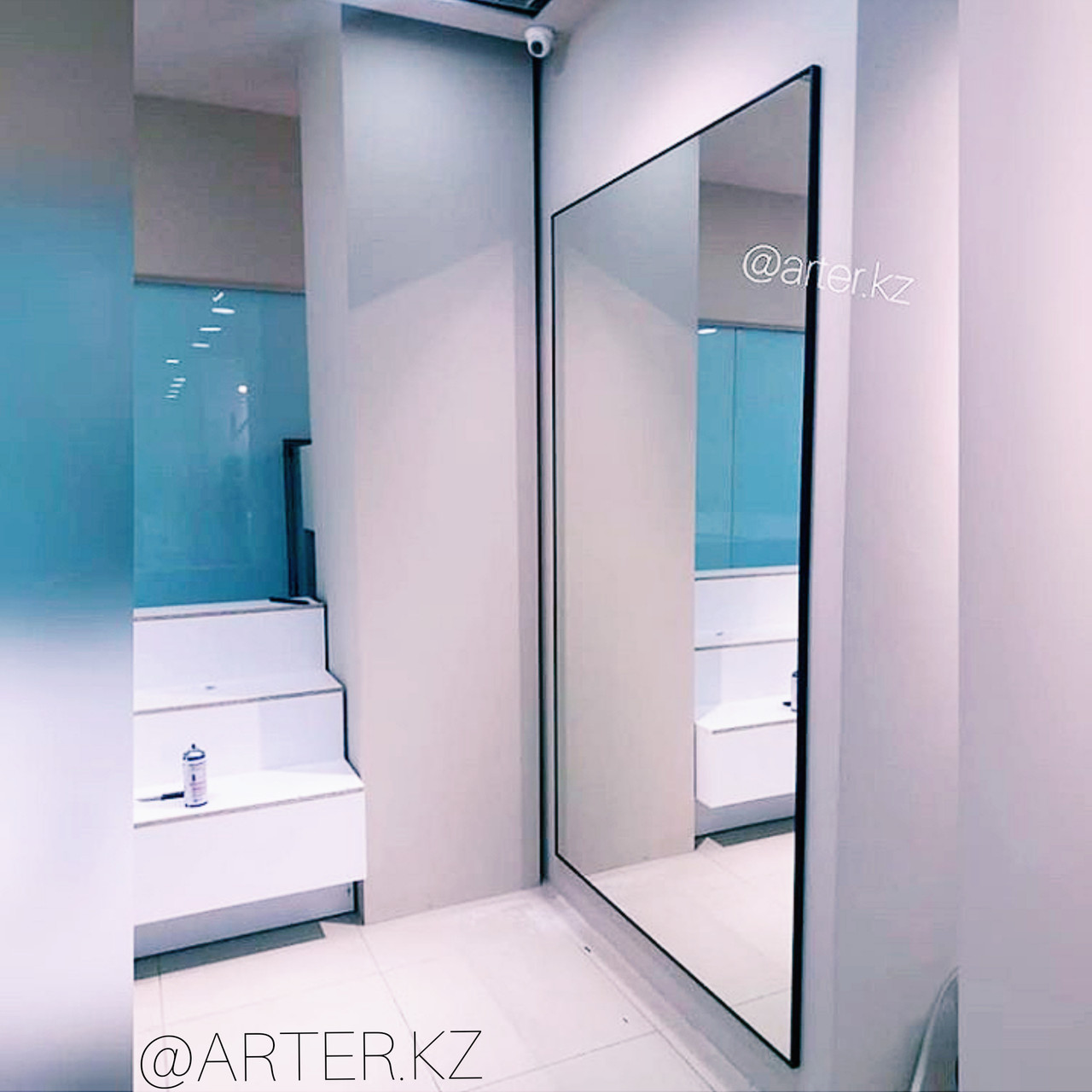 Зеркало в черной металлической раме, 2200(В)х1240(Ш)мм